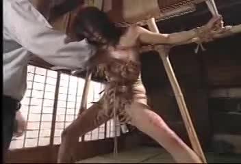 【愛川京香】姦通罪調査員に証拠写真で脅されて、緊縛陵辱される人嫁。-