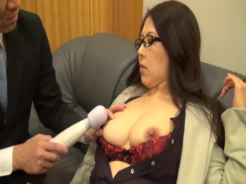 【藤四郎】面撮にやってきた見るからにスケベそうな爆乳パンティーストッキング嫁を発情させた結果…-